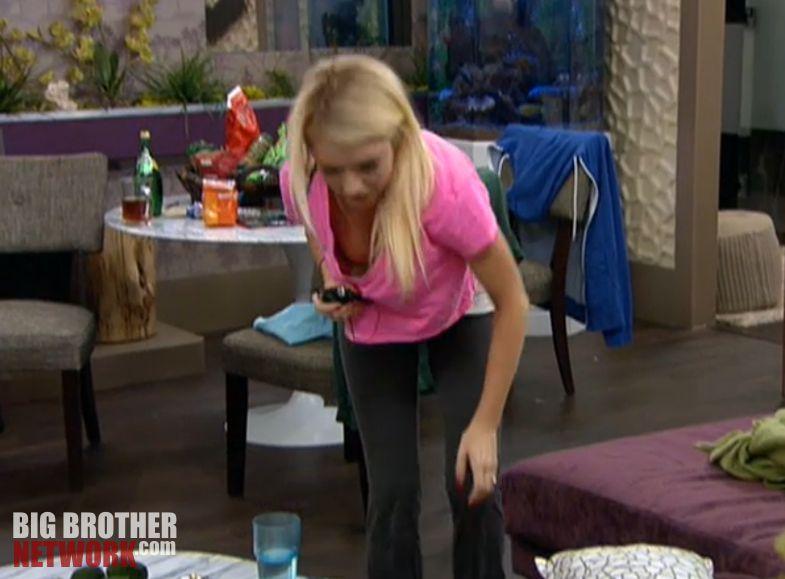Big Brother 14 – Britney Haynes nip slip